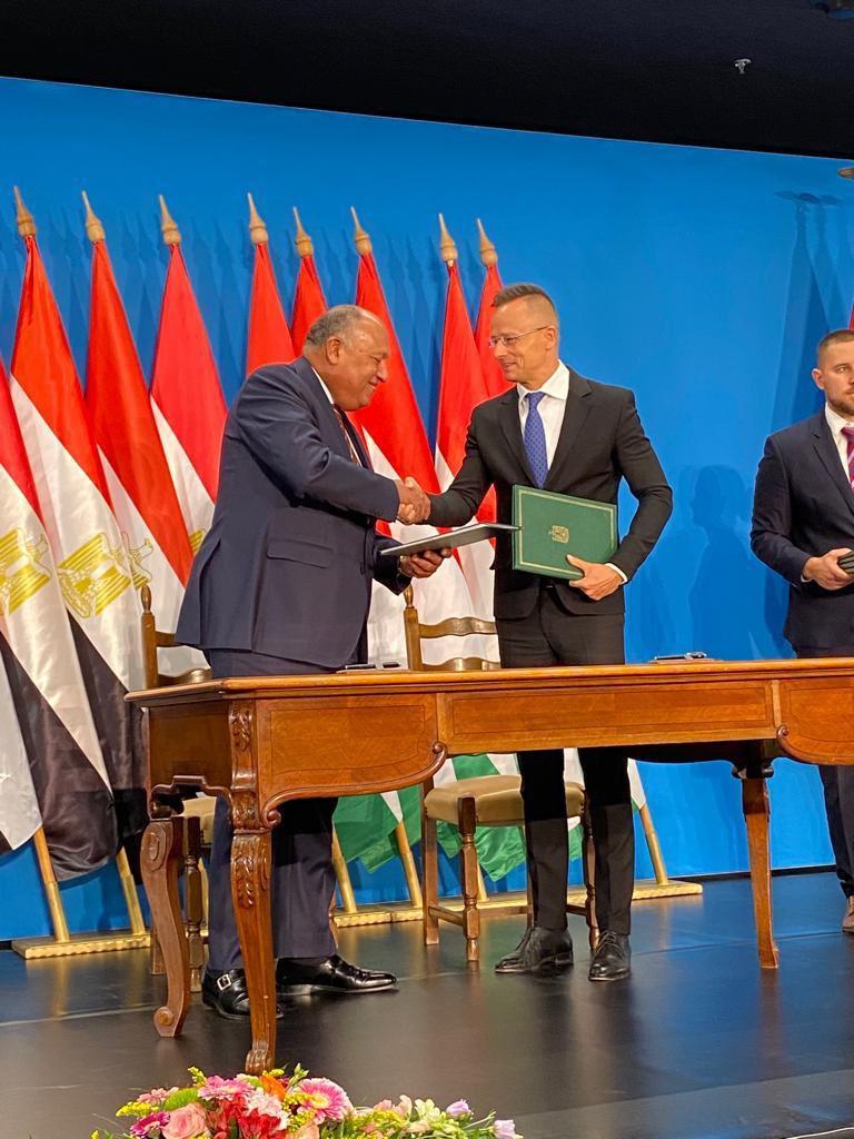 وزيرا خارجية مصر والمجر خلال التوقيع
