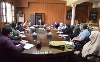 رئيس-جامعة-بني-سويف-يترأس-اجتماع-تطوير-الأداء-الجامعي-|-صور