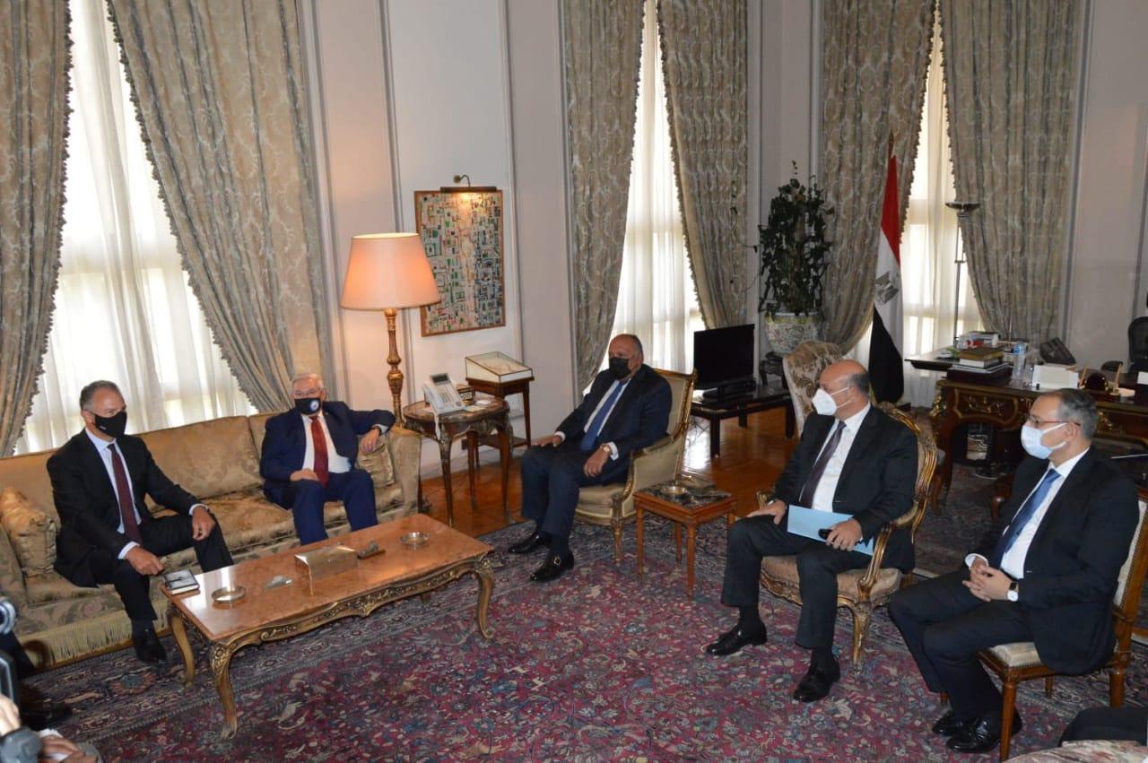 شكري يناقش مع رئيس لجنة العلاقات الخارجية بـ الشيوخ الأمريكي  التعاون الثنائي بين مصر والولايات المتحدة | صور