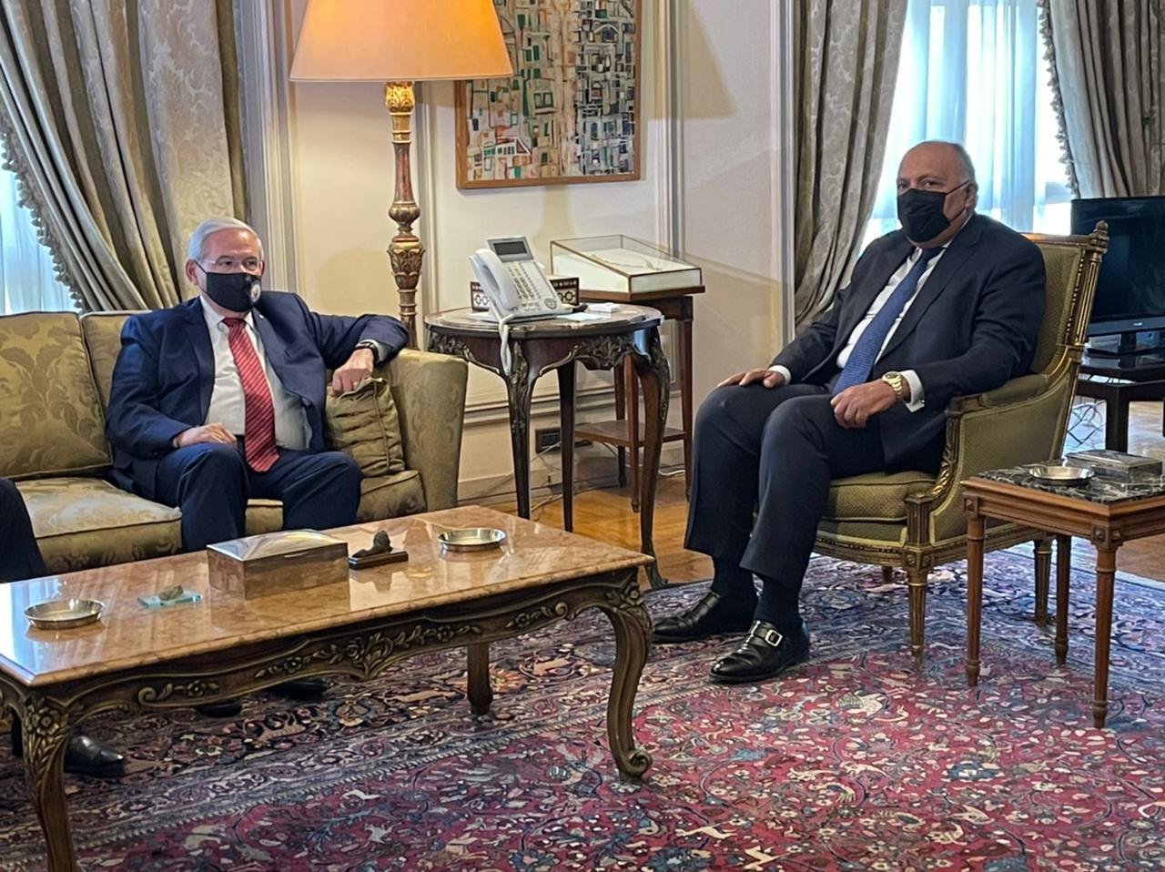 اجتماع شكرى مع رئيس لجنة العلاقات الخارجية بـ الشيوخ الأمريكي