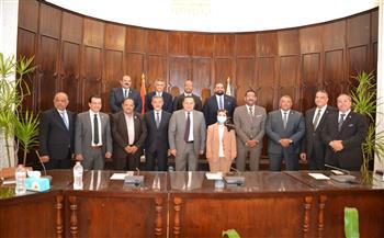 رئيس-جامعة-الإسكندرية-يستقبل-وفد-مجلس-الشيوخ-لبحث-التعاون -صور-