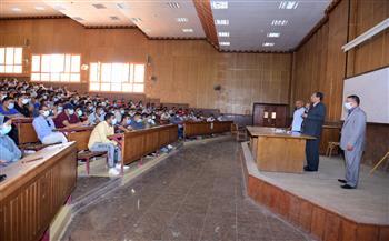 القائم-بعمل-رئيس-جامعة-سوهاج-يتابع-سير-العملية-التعليمية-بالحرم-الجامعي-الجديد-|-صور-