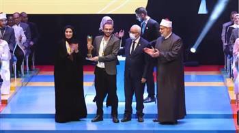 طالب-بجامعة-القاهرة-يفوز-بالمركز-الأول-وكأس-التميز-في-مسابقة-المشروع-الوطني-للقراءة-;فئة-القارئ-الماسي;