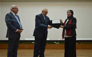 محافظ-بورسعيد-يكرّم- مديرة -المركز-التكنولوجي-لخدمة-المواطنين- -صور-