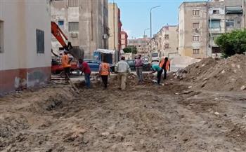 رئيس-حي-المناخ-يتفقد-أعمال-التطوير-الشامل-وفتح-الشوارع-الجانبية-بالمنطقة-السابعة-ببورسعيد-|-صور