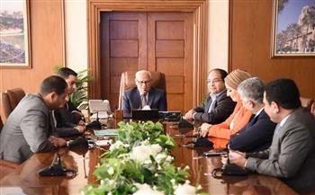 محافظ-بورسعيد-يلتقي-ممثلي-جمعية-رجال-الأعمال-لقيد-الشركات-بالبورصة-|صور