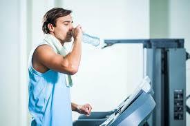 شرب-الماء-أثناء-التمرين-ضرورة-أم-ضرر؟