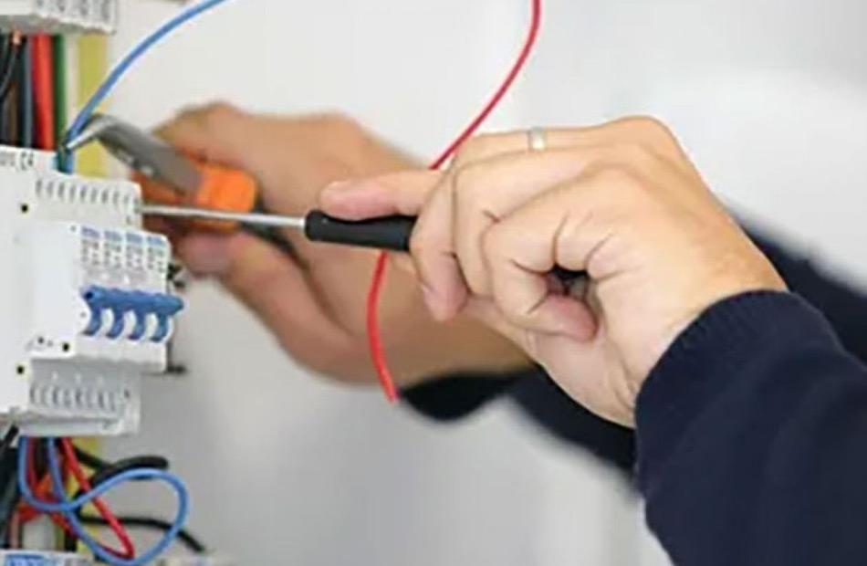 ضبط مالك مصنع  ثلج  لسرقة تيار كهربائى بقيمة  مليون جنيه بكفر الشيخ