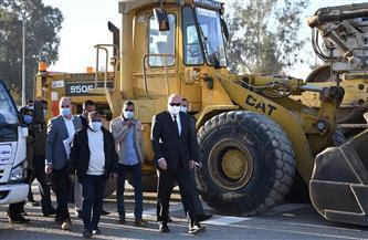 محافظ قنا يتفقد اصطفاف المعدات المشاركة في تنفيذ المبادرة الرئاسية لتنمية الريف| صور