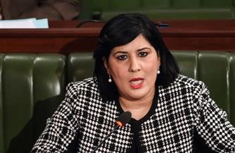 خوفًا من التهديدات.. عبير موسى ترتدي سترة واقية وخوذة أثناء حضورها للبرلمان التونسي