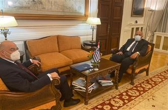 وزير الخارجية يبحث مع نظيره اليوناني سبل دعم تدفق الاستثمارات المتبادلة