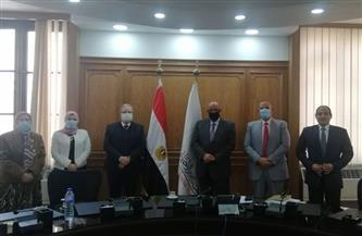 فريق عمل لوضع خطة تنموية بين جامعة حلوان وبنك ناصر والتضامن