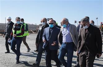 وزير النقل يتابع تطوير وتوسعة الطريق الدائري   صور