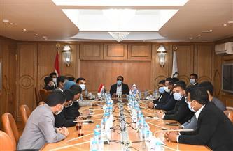 نائب محافظ قنا يناقش مع أعضاء برلمان الشباب جهود تنمية الريف | صور