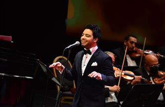 أحمد جمال يختتم الفاصل الأول من حفل «عيد الحب» بـ «اضحكي»