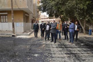 محافظ أسيوط يتفقد أعمال الرصف بمدينة أبنوب.. ويشدد على مراعاة معايير الجودة | صور