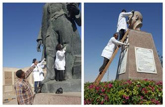 «السياحة والآثار» تبدأ حملة تنظيف وصيانة التماثيل بالميادين العامة | صور