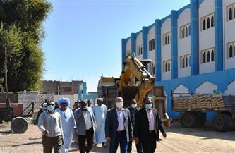 السكرتير العام لمحافظة أسوان يتفقد المشروعات الجارية بقرية المنشية بكوم أمبو | صور