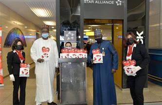 مصرللطيران تحتفل مع عملائها في مطار القاهرة بمناسبة عيد الحب| صور