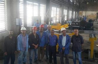 عمال الألومنيوم بنجع حمادي يصممون منشارا هيدروليكيا | صور