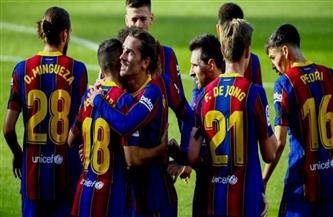 برشلونة يواجه قادش بالدوري الإسباني وسط ضغوط كبيرة بعد تعثر أتلتيكو مدريد