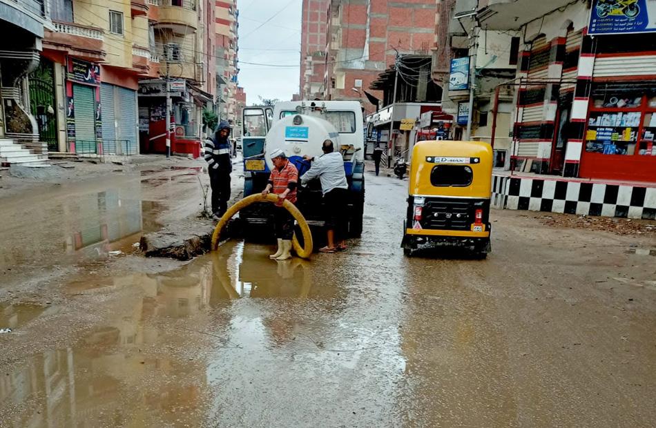 أمطار في كفر الشيخ وتعطل حركة الملاحة في ميناء الصيد بالبرلس   صور