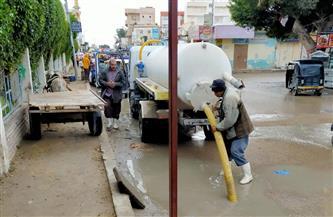 طوارئ بمدن مطروح لسحب مياه الأمطار من الشوارع والطرق الرئيسية| صور