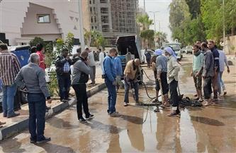 كسر مفاجئ بخط مياه رئيسي بمدينة الأقصر|صور
