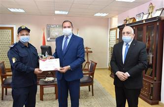 رئيس جامعة سوهاج يكرم الفريق التدريبي لدورات الحماية المدنية | صور