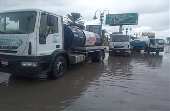 مياه الأمطار تتراكم في محرم بك بالإسكندرية.. والصرف الصحي تدفع بفرق طوارئ | صور