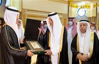 إهداء درع الإيسيسكو إلى الأمير خالد الفيصل