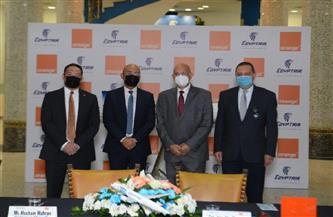 مصر للطيران واورنچ مصر توقعان عقد تعاون مشترك ضمن مسيرة من النجاح دامت 20 عامًا | صور