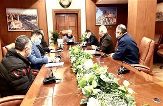 محافظ بورسعيد يستعرض تطور العمل في عدد من المشروعات القومية والخدمية بالمحافظة