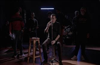 بعد غياب سنوات.. أسامة منير يعود للغناء بـ «أنا» | صور