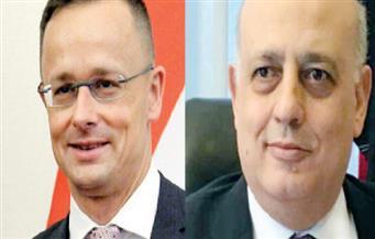المجريون يفاضلون بين  لقاحات كورونا والخيارات محدودة