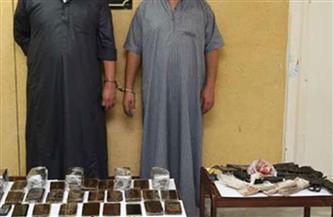 القبض على 5 عاطلين بحوزتهم كمية من المخدرات والأسلحة النارية