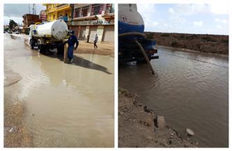 محافظ مطروح: استمرار عمليات إزالة مياه الأمطار  صور