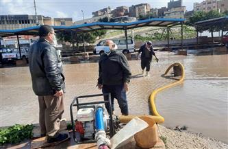 محافظة كفر الشيخ تواجه آثار الأمطار بسيارات الحماية المدنية لشفط المياه| صور