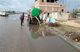 الوحدات المحلية تواصل إزالة تجمعات مياه الأمطار بكافة مناطق دمياط| صور
