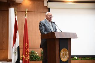 محافظ بورسعيد يناقش إجراءات وسبل تسهيل نقل 35 ألف فدان من محصول  البنجر