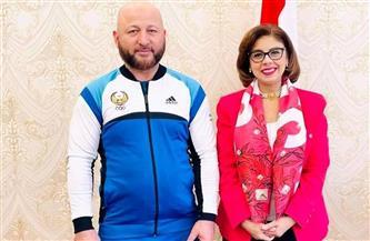 سفيرة مصر في طشقند تستقبل المدير الفني الجديد للمنتخب الوطني الأول للجودو قبل سفره لمصر