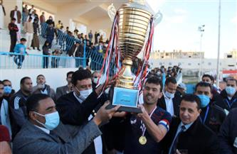 محافظ مطروح يسلم كأس بطولة نهائي دورى مراكز الشباب لفريق النجيلةَ | صور