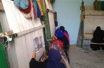"""«وفد الحرف اليدوية» يتفقد مشروع تنمية السجاد اليدوي بقرية """"دوينة الغيط"""" بأسيوط"""