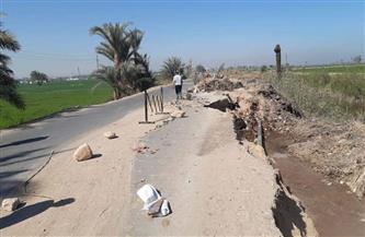 هبوط أرضى بقرية بيت علام في سوهاج بسبب كسر خط مياه| صور