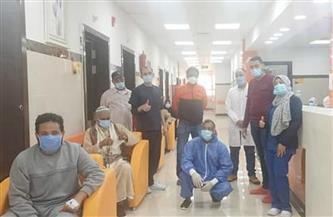 خروج 10 حالات تعاف من مستشفى العديسات للعزل بالأقصر بعد تعافيهم من كورونا