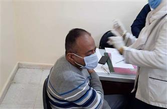 تطعيم مسئولين بصحة أسوان بلقاح كورونا | صور
