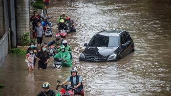 فيضانات عارمة تجتاح العاصمة الإندونيسية.. ونزوح ألف شخص | فيديو وصور