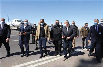 وزيرا الطيران والسياحة والآثار يشيدان بالإجراءات الاحترازية بمطار الغردقة | صور