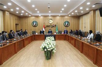 محافظ المنوفية يلتقى بأعضاء برلمان الشباب| صور