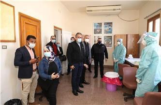 وزيرا السياحة والآثار والطيران المدني يتفقدان موقع إجراء تحليل الـ PCR